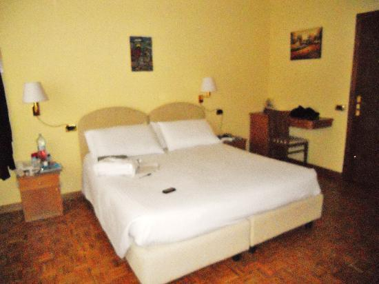 Albergo Relax : Letto king-size
