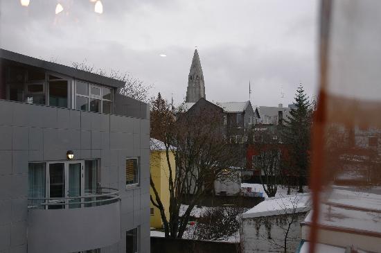 Guesthouse Odinn: View to the church Hallgrimskirkja