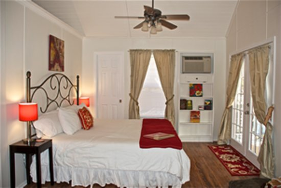 Cypress Creek Cottages: One bedroom studio, obe bedrom plus loft, and two bedroom cottages available