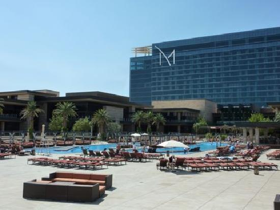 M Resort Spa Casino: Pool