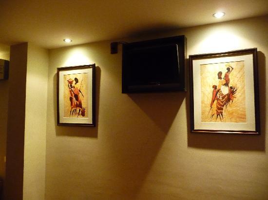 Hotel Iberia: Modern TV