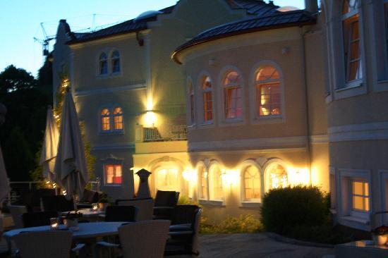 BERGERGUT Loveness & Genussatelier: Das Hotel am Abend