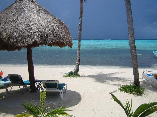 Nah Uxibal Villa and Casitas : The beach of Nah Uxibal