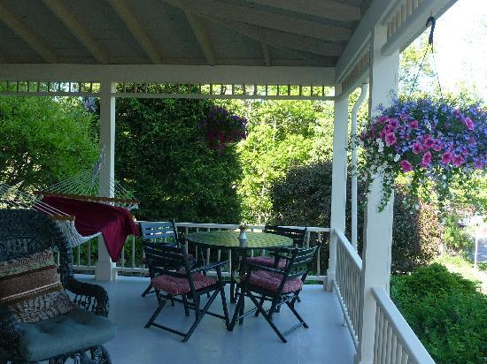 Five Gables Inn: Porch area with hammock