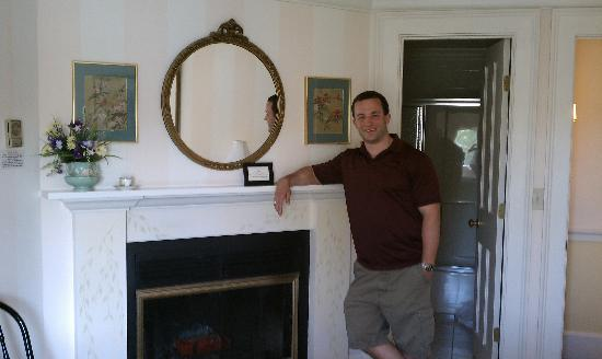 Five Gables Inn: Fireplace in room 7