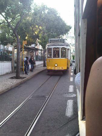 Tram 28: passing trams