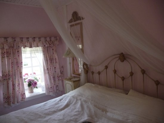 Moulin de la Civiere: this is the lovely pink room we stayed in!