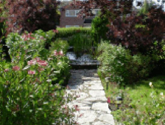 Burleigh Bed & Breakfast: Garden