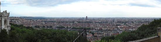 Colline de Fourvière : フルヴィエールの丘から一望するリヨン市内