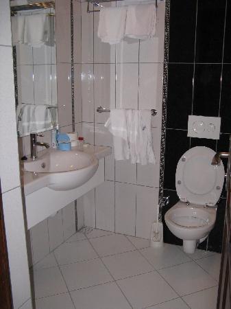 Baba Hotel: badkamer