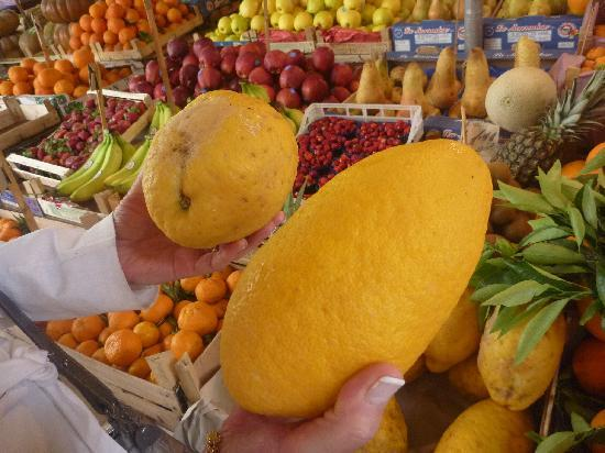 Palermo, Italy: grosseur des citrons