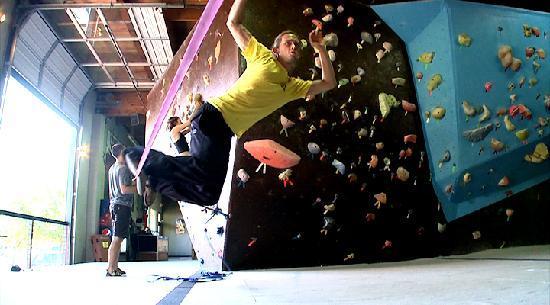 Circuit Bouldering Gym SW: Slackline Surfing.