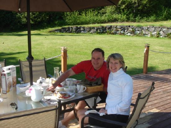 Maple View Bed & Breakfast : Breakfast on the back deck