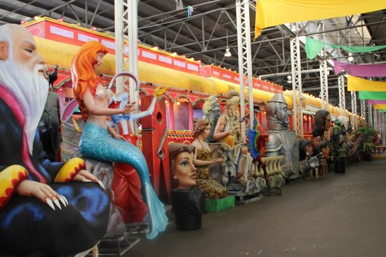 Blaine Kern's Mardi Gras World: This is a HUGE float comprised of a series of cars