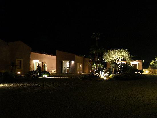 Caol Ishka Hotel : di notte, dall'ingresso