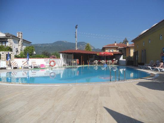 Sahin, Apartments: The Pool Area