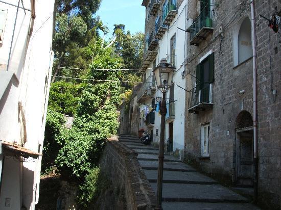 Hotel Admiral Sorrento : Walk up to Sorrento centre