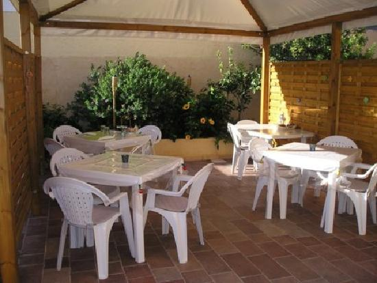 CriSalide: Giardino e breakfast
