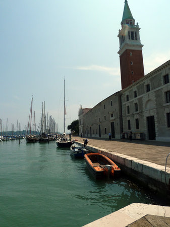 Venedik, İtalya: The campanile and marina