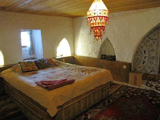 Fairy Chimney Inn: bed in deli yusef