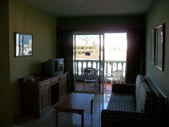 Hotel Villa de Adeje Beach: Lounge/balcony doors
