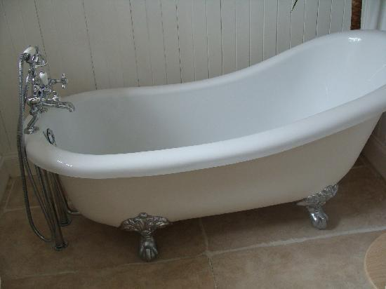 Eagle View Guest House: Bath tub