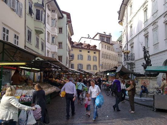Youth Hostel Bolzano: Market is Bolzano - all your heart desires :-)