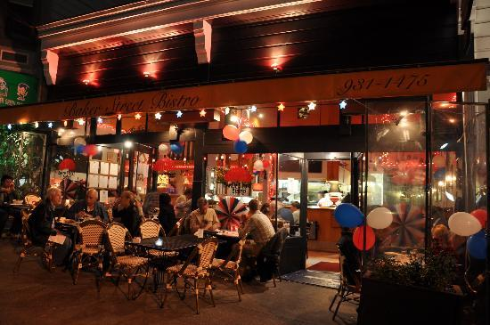Baker Street Bistro: Terrace at night