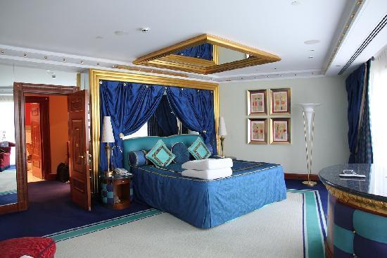 Bedroom picture of burj al arab jumeirah dubai for Hotel the mirror