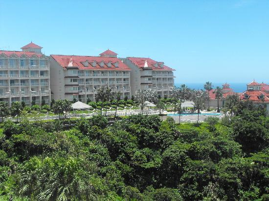 Hualien FarGlory Hotel: Vew of North Wing and pool from South Wing Room