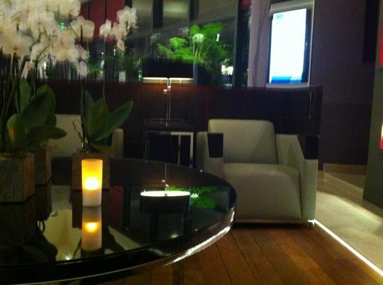 Novotel Paris Les Halles: One of the hotel sitting areas