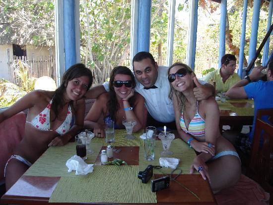 Tryp Cayo Coco: En la pizzeria de la playa, con un mozo muy divertido!!!