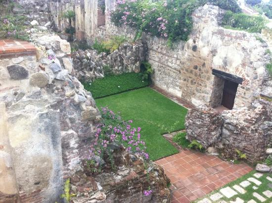 Hotel Cirilo: Ruins