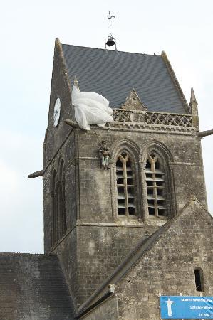 D-Day Battle Tours : 82nd Airborne Paratrooper hanging from Church tower.