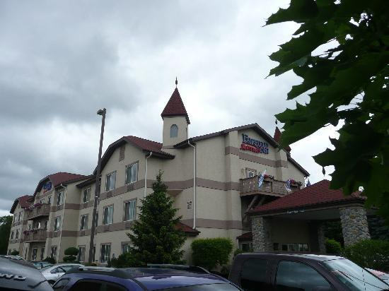 Fairfield Inn & Suites Frankenmuth: Front of hotel