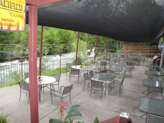 River View Restaurant & Lounge: PATIO ON RIVER 02