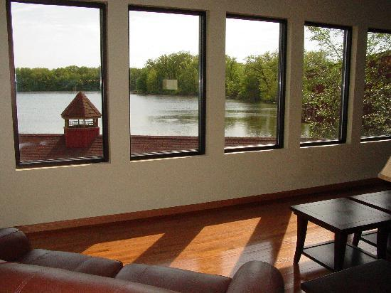 WaterBird Lakeside Inn: Lounge