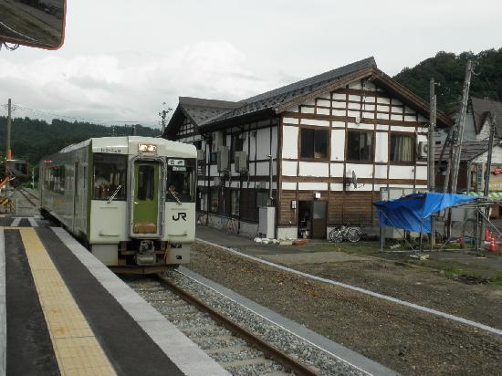 JR Iiyama Line: 森宮野原駅には入る列車