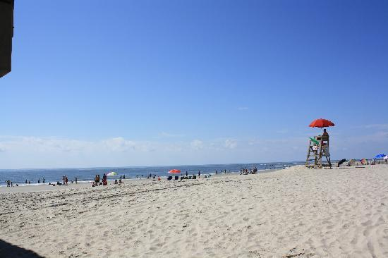 Isla de Tybee, GA: the beach near the pier