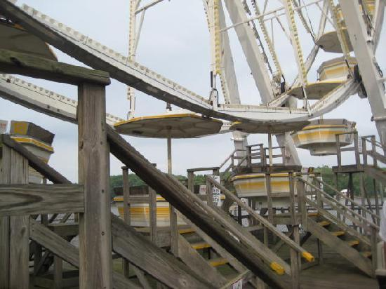 Indiana Beach Amusement & Waterpark : Giant Wheel from pier