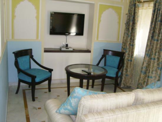 Royal Heritage Haveli: Deluxe Suite - Living Room