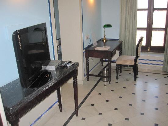 Royal Heritage Haveli: Deluxe Suite - Living Room