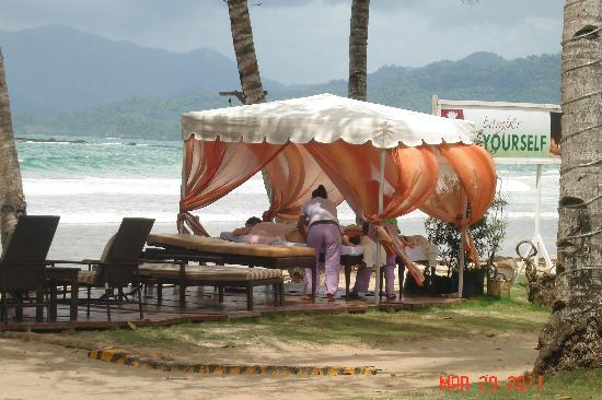 Sabang, Filipinas: massage by the beach