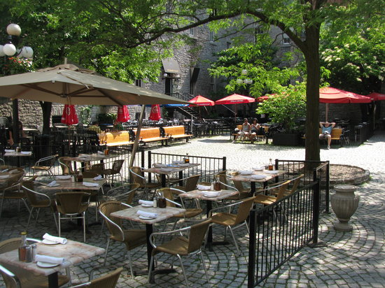 Courtyard Restaurant: Courtyard patio (set on a courtyard) is shared by 4 other restaurants.