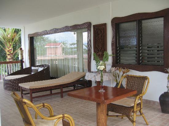 Casa Margaritha: Terrace area where breakfast is served.
