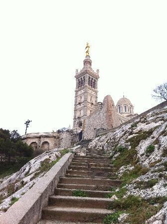 Basilique Notre-Dame de la Garde : 丘の上の教会