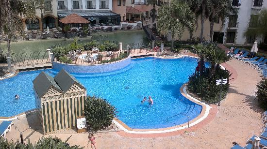 PortAventura Hotel PortAventura: the swimming pool