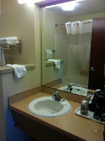 La Quinta Inn & Suites Portland Airport: bathroom