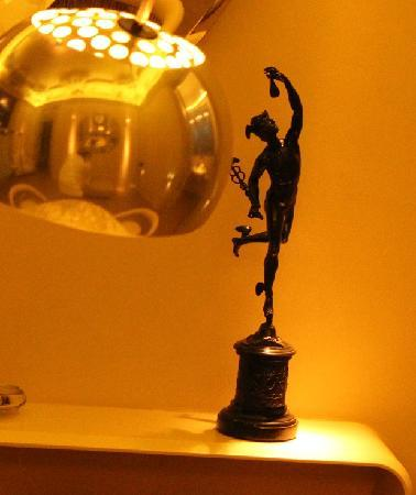 El Palauet Living Barcelona: a vignette: lamp and statuette