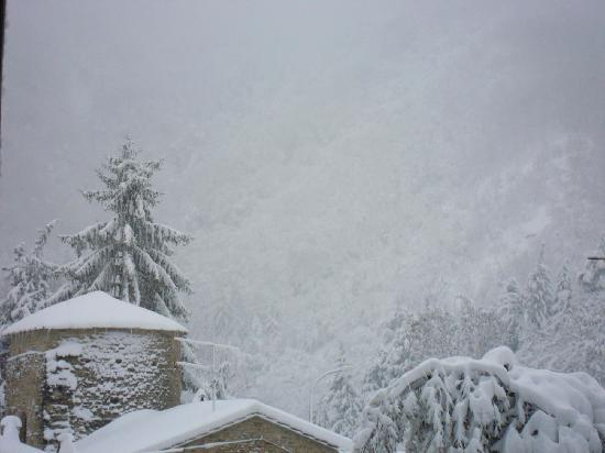 Grand Hotel Terme Roseo: vista dall'hotel con la neve